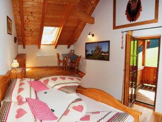 Schlafzimmer und Balkon Ferienwohnung Mondsee